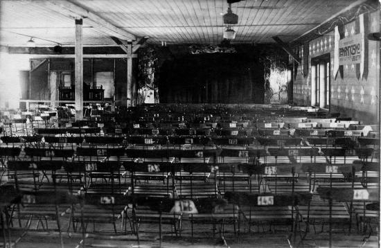 La baracca-teatro di Cellelager