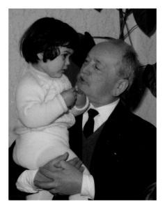 Monticone Luigi, ca. 1965, con una delle due nipotine